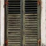 vieux-volets-avec-la-peinture-verte-fading-150x150